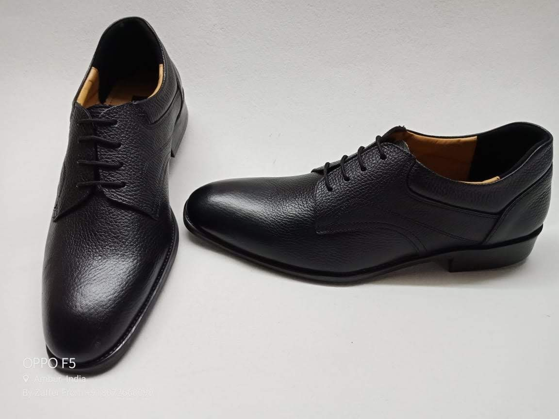Textured Pure Black Formal Shoe with Free Belt